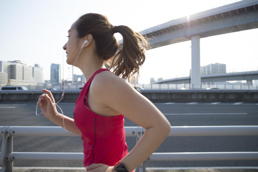 マラソン中の女性