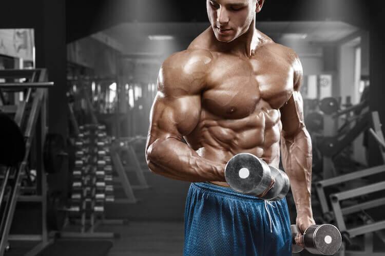 筋肉質な男性